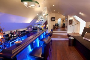 calm-home-bar-counter-design_home-bar-designs